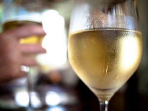 cold-glass-white-wine